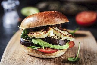 Halloumi burger: Připravte si hit letošního F.O.O.D. pikniku doma