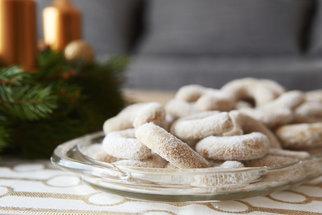 Vanilkové rohlíčky jsou symbolem Vánoc. Upečte si voňavou klasiku podle videa