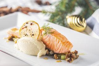 Recept na lososa smaženého, v troubě nebo v papilotě. Takhle vám bude chutnat i na Vánoce