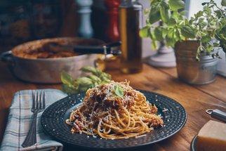 Zdravé těstoviny: Boloňské špagety, pesto i těstovinový salát s lososem