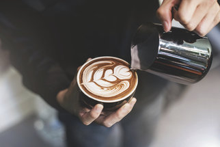 Kavárna Pražírna: Oáza klidu s výjimečnou kávou v rušném centru Prahy