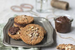 Zdravé sušenky z ovesných vloček s čokoládou, kokosem i pro vegany
