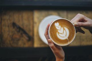 Kavárna v Praze na rychlé espresso i dlouhý víkendový brunch. To je dejvické Místo