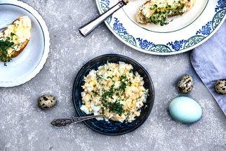 Vaječná pomazánka: Video recept na večeři, kterou připravíte za 10 minut