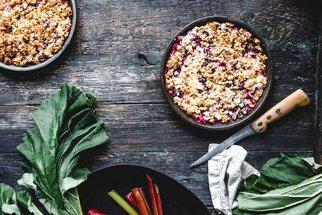 Recepty z rebarbory na neodolatelné moučníky: Dort se sněhem, sypaný koláč i crumble