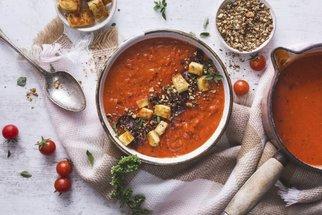 Polévka z rajčat je letním hitem: Gazpacho, rajčatová se smetanou, z pečených rajčat i s pestem
