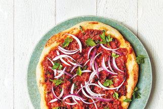 Mleté maso, jak ho neznáte: Pljeskavica, pizza bolognese i asijské hovězí s rýží