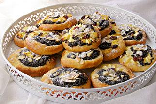 Staré recepty z babiččiny kuchařky: Biskupský chlebíček, šťavnatý tvarožník a smetanové koláčky