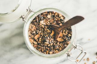Čokoládová granola bude dětem chutnat