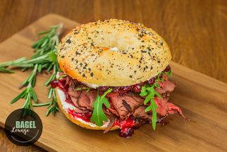 Stylová Bagel Lounge slavnostně otevírá již třetí restauraci. Domácí poctivé bagely plné všech chutí!