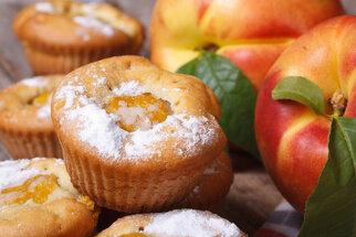 Rychlé buchty s broskvemi: 5 receptů, co má šťávu