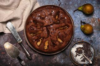 Perník s jablky a banánem: Vláčný koláč z remosky i na plech!