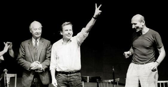 FOTOGALERIE: Jak viděl sametovou revoluci Jan Šibík? Černobíle