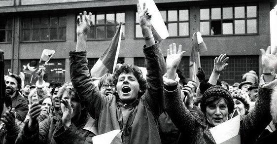 Češi neumí slavit: 30 let od revoluce nepřichází důstojná připomínka a usmíření, jen další války