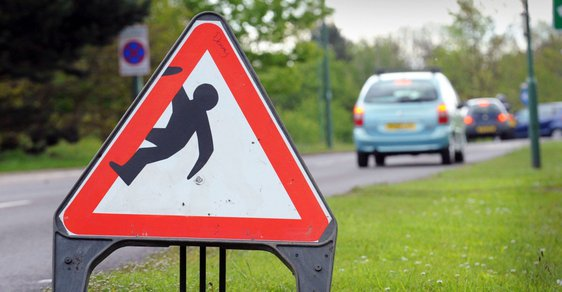 Anglie má vlastního Romana Týce. Vytvořil hravé dopravní značky