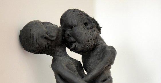 """Výstava """"Reflex v soškách a amuletech"""" šokovala karlovarské archeology"""