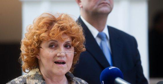 Vlasta Parkanová a v pozadí Miroslav Kalousek
