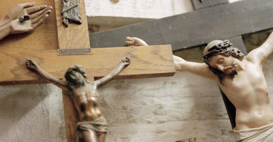 Církevní restituce hýbou českou politickou scénou.