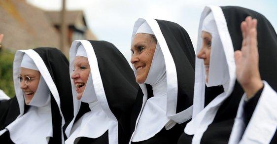 Za poklesem počtu jeptišek stojí sexuální zneužívání, tvrdí dámský vatikánský časopis