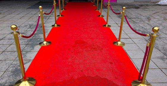 Červený koberec ráda pošlape každá celebrita.