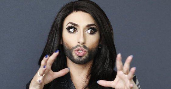 """Conchita Wurst je """"rakouský gay drag queen umělec a zpěvák"""""""