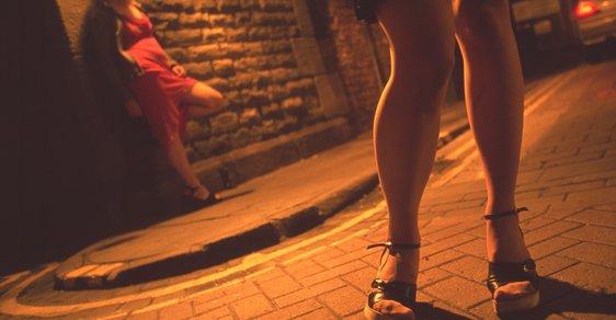 Sex s prostitutkou přijde ve Francii draho. Země přijala zákon pokutující klienty