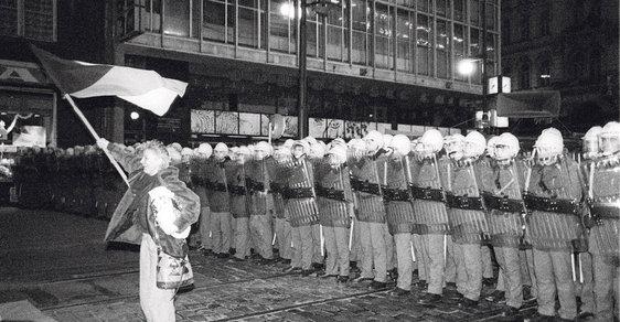 17. listopad 1989: Demonstrace byla tvrdě rozprášena Pohotovostními pluky SNB a červenými baerty