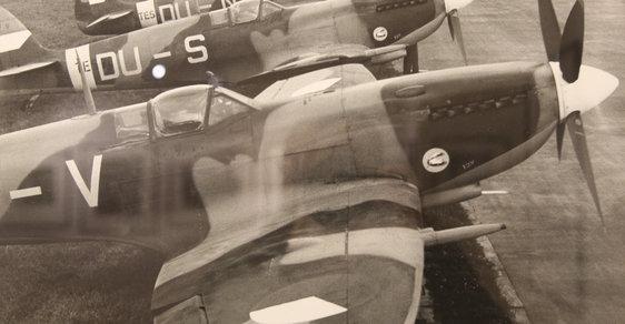 Fotografie od Ladislava Sitenského zachycují letecké stíhače