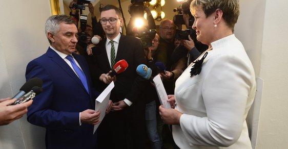 Kancléř Mynář s přiznáním a poslankyní TOP 09 a STAN Kovářovou