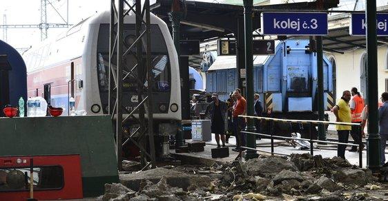 Nehodu na Masarykově nádraží zřejmě zavinil strojvůdce
