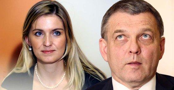 Lubomír Zaorálek odvolal velvyslance kvůli twitteru jeho maželky.