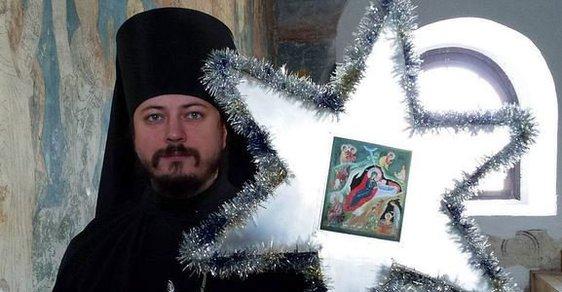 Rusko má nového hrdinu – zpívajícího pravoslavného mnicha. A je to jízda