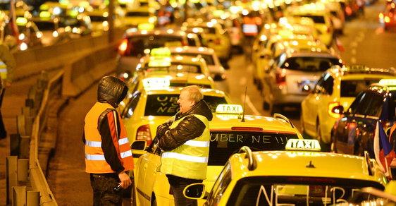 Taxikáři budou znovu protestovat