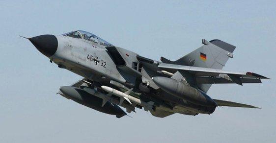 Ruské stíhačky v Sýrii sledují Němce. Merkelová chce bezletovou zónu