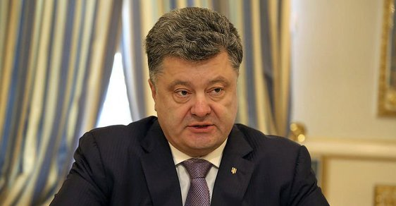 Vrcholový střet zájmů. Ukrajinský Babiš, prezident Porošenko, dluží Putinovi na daních