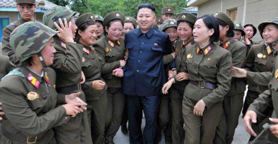 """Kim Čong-un si vydržuje """"jednotku rozkoše"""", kde slouží pouze panny"""