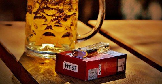 V českých restauracích se bude kouřit i nadále, protikuřácký zákon potopila i část vládních poslanců.