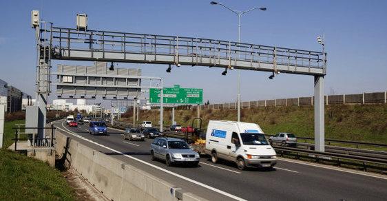 Již několik měsíců je jasné, že od ledna příštího roku nebude schopna legálně vybírat mýto, píše bývalý ministr dopravy Zbyněk Stanjura.