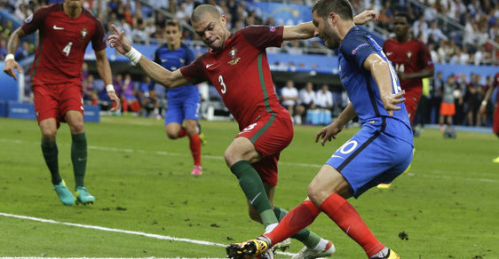 Zápasem Francie s Portugalskem vyvrcholilo fotbalové Euro 2016. Během něj Češi prosázeli téměř dvě miliardy korun.