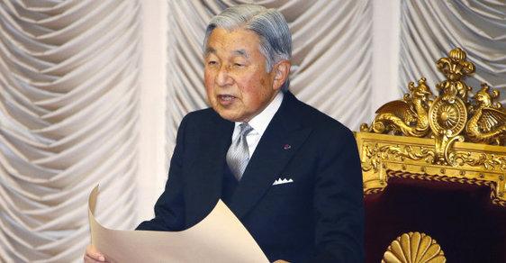 Japonský císař Akihito dnes přibývající zdravotní potíže. V předtočeném projevu k národu sdělil, že má obavy, zda bude vzhledem k věku schopen dostát plně svým povinnostem.