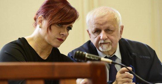 Jana Nečasová a její obhájce Eduard Bruna v soudní síni.