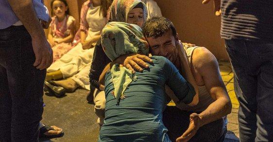 Atentátník se odpálil na svatbě, 50 lidí zabil a 100 zranil