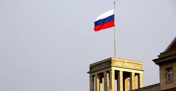 Moskva označila vyhoštění svých diplomatů za provokaci a nepřátelský krok a hrozí odplatou