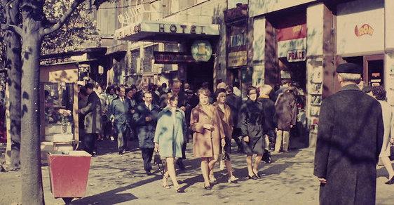 Jak se nám žilo za totality? Praha roku 1970 očima tehdy mladého fotografa z Amsterdamu
