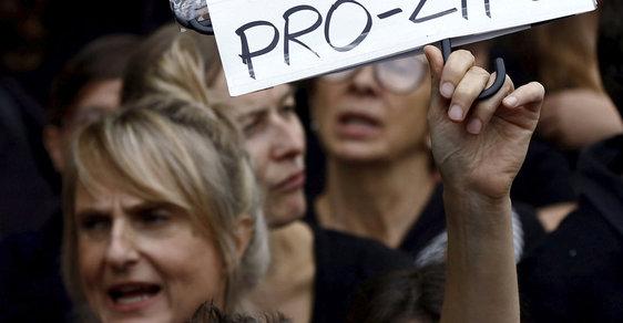 Polské protesty měly smysl: Zákaz potratů neprošel
