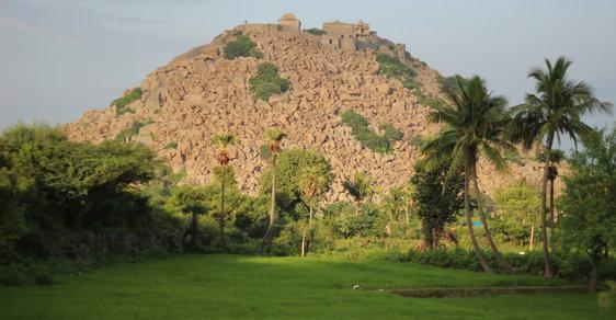 Boj s přírodou: Starobylou indickou pevnost Gingee střeží armáda drzých opic