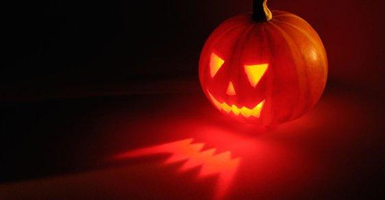 Halloweenský marketing vytlačuje dušičky