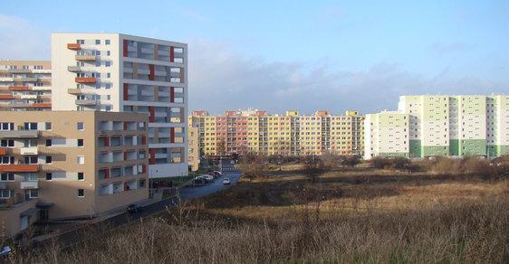 Realitní boom nenávratně mění okraje Prahy. Prohlédněte si, jak se zahušťují sídliště