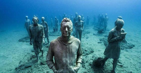 V Evropě se otevřelo první podvodní muzeum. Instalace na mořském dně berou dech
