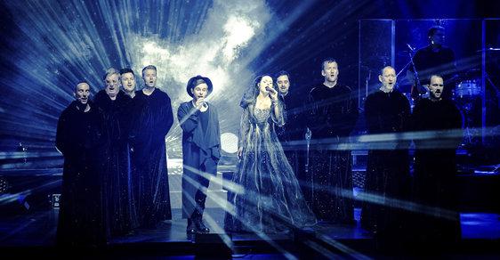 Do Česka míří chorálová skupina Gregoriáni i se zpěvačkou Amelií Brightman